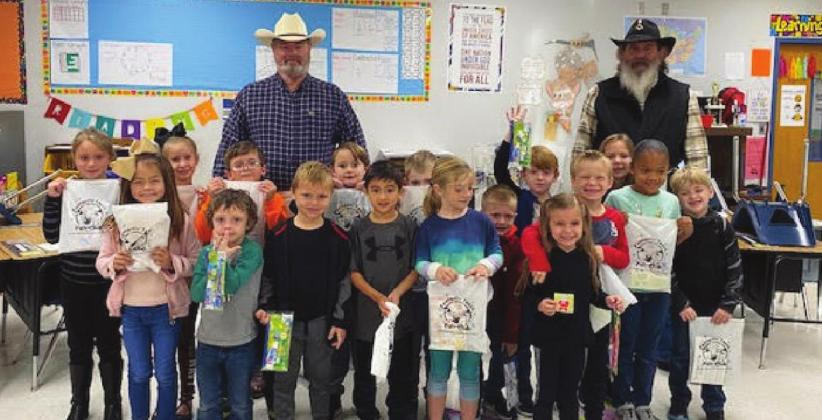 Vidor Masonic Lodge pays visit to 1st grade students